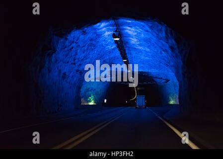 Die Lærdal ist ein langer Weg-Tunnel zwischen Aurland und Lærdal. Der Tunnel gliedert sich in vier Abschnitte, getrennt - Stockfoto