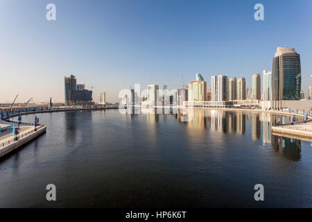 DUBAI, Vereinigte Arabische Emirate - 30. November 2016: Skyline The Dubai Business Bay. Vereinigte Arabische Emirate, - Stockfoto