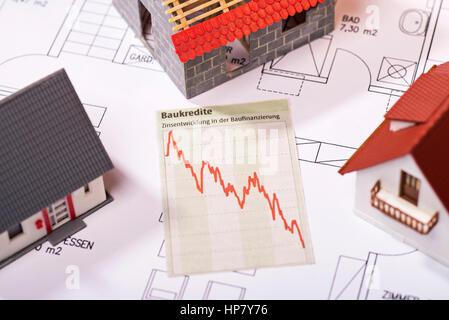 Diagramm zeigt sinkende Zinsen für Darlehen. - Stockfoto
