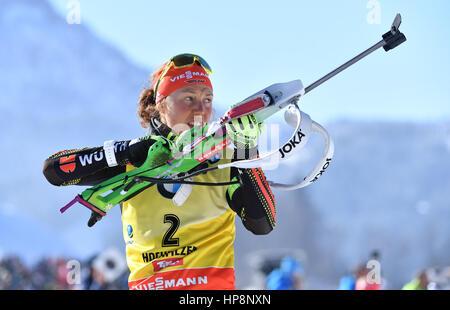 Hochfilzen, Österreich. 19. Februar 2017. Laura Dahlmeier aus Deutschland (1. Platz) in Aktion während der Frauen - Stockfoto