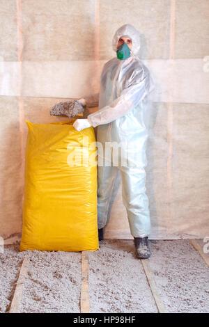 Bevorzugt Arbeit setzt sich aus Zellulose Isolierung im Boden NA83