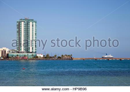 Playa del Reducto, Promenade und Arrecife Gran Hotel, Stadt Arrecife, Lanzarote, Kanarische, Spanien - Stockfoto