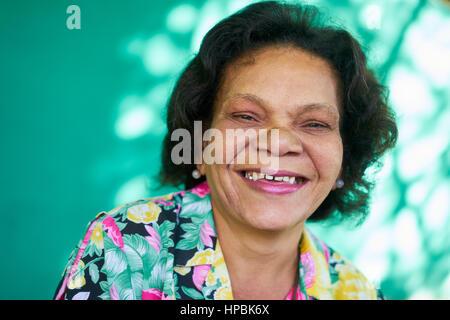 Alten hispanic echte Menschen aus Kuba mit Gefühlen und Emotionen, Porträt von lustige senior afroamerikanische - Stockfoto