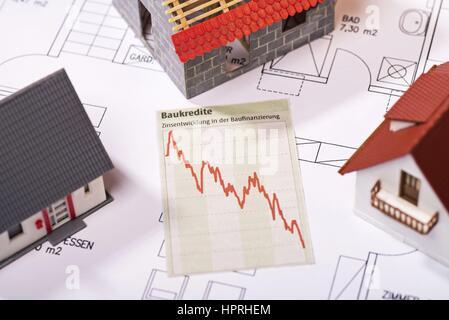 Diagramm zeigt sinkende Zinsen für Darlehen.   weltweite Nutzung - Stockfoto