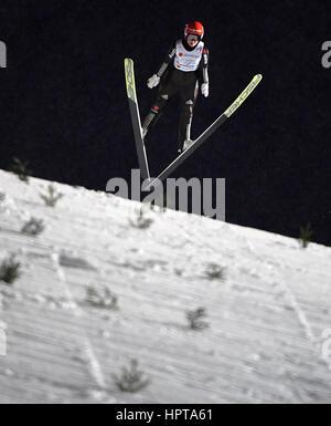 Lahti, Finnland. 24. Februar 2017. Deutscher Leichtathlet Carina Vogt ist einen Sprung bei den Nordischen Weltmeisterschaften - Stockfoto