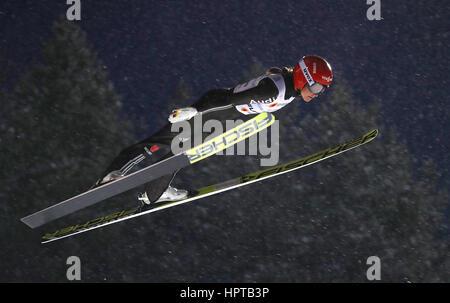 Lahti, Finnland. 24. Februar 2017. Deutsche Weltmeister Carina Vogt in der Luft bei den Nordischen Weltmeisterschaften - Stockfoto