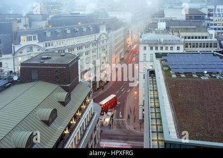 Nebliges Wetter im Zentrum von London - Stockfoto
