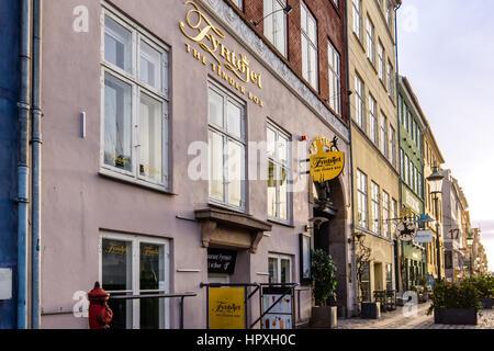 Am ersten Morgen Licht in die Fassade des Restaurant Pulverfass widerspiegelt, bei Nyhamn, Kopenhagen - 23. Februar - Stockfoto