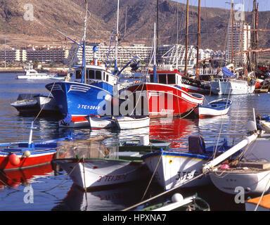 Angelboote/Fischerboote im Hafen von Los Cristianos, Teneriffa, Kanarische Inseln, Spanien - Stockfoto