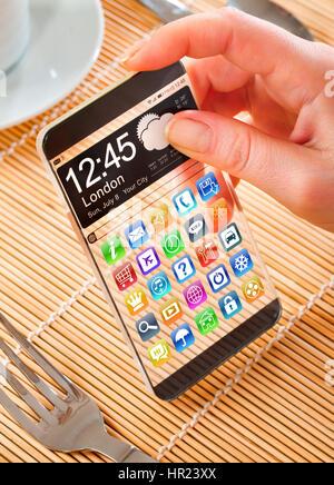 Futuristische Smartphone (Phablet) mit einem transparenten Display in Menschenhand. Tatsächliche zukünftige innovative - Stockfoto