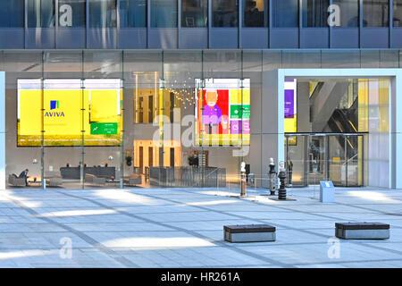 Offene Rezeption Bereich Büroeingang bei der uk Hauptquartier Aviva Hochhaus Hochhaus in der City of London TV Flachbildschirm - Stockfoto