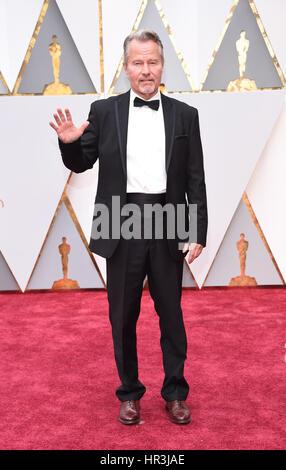 Hollywood, Kalifornien, USA. 26. Februar 2017. JOHN SAXON in roten Teppich Ankünfte für die 89. Oscar-Verleihung. - Stockfoto