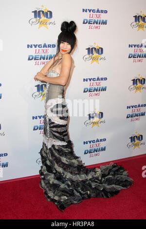 """Beverly Hills, Kalifornien, USA. 26. Februar 2017. Schauspielerin Bai Ling kommt auf der 27. Jahrestagung """"Night - Stockfoto"""