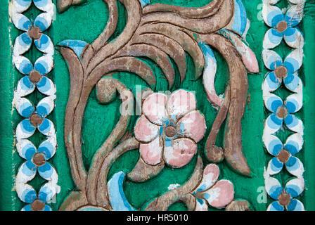 Schnitzereien-Vintage-Stil Blumen auf dem Baum nahtlose Muster auf Holz - Stockfoto