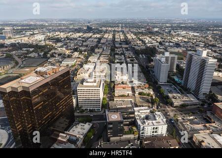 Los Angeles, Kalifornien, USA - 6. August 2016: Luftaufnahme der Architektur entlang Wilshire Blvd auf der Westseite - Stockfoto