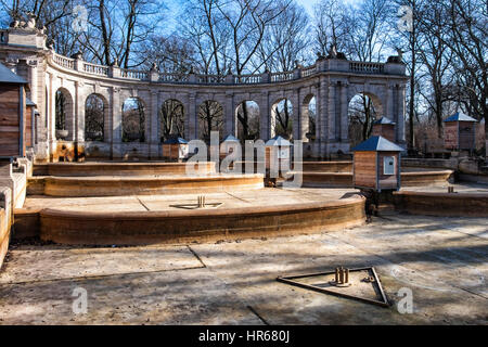 marchenbrunnen m rchenbrunnen im volkspark friedrichshain park berlin deutschland stockfoto. Black Bedroom Furniture Sets. Home Design Ideas