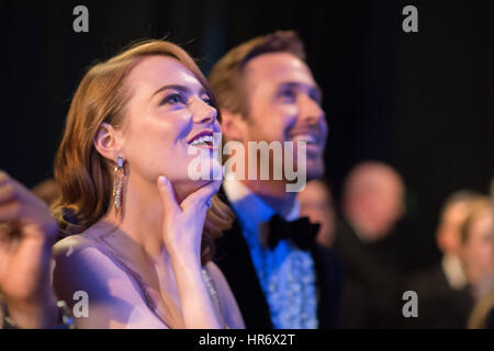 Hollywood, Kalifornien, USA. 26. Februar 2017. EMMA STONE und RYAN GOSLING im Publikum während der 89th Annual Academy - Stockfoto