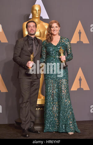 Hollywood, CA. 26 Feb, 2017. esra Edelman, Caroline waterlow, an der 89. jährlichen Academy Awards Presse im Hollywood - Stockfoto