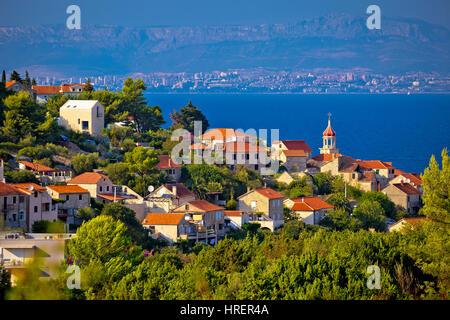 Stadt von Sutivan Küste Ansicht, Insel Brac, Dalmatien, Kroatien - Stockfoto