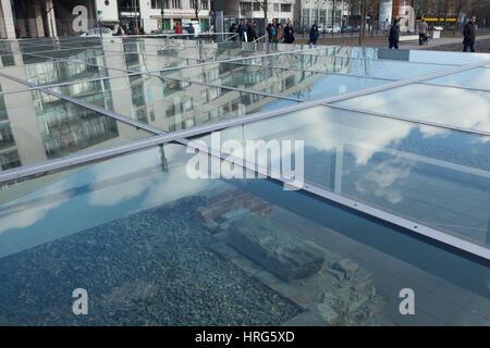 Besucherzentrum im Bereich der Topographie des Terrors, ein Museum unter freiem Himmel und Dokumentation in Berlin, - Stockfoto