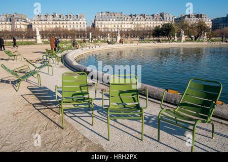 Wintersonne auf grand bassin octogonal im jardin des tuileries berragt von dem riesenrad - Grand bassin de jardin ...