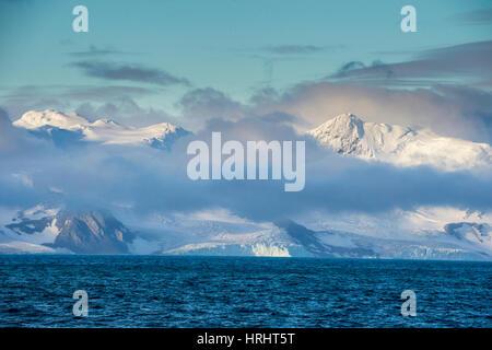 Berg, bricht durch die Wolken, Elephant Island, Süd-Shetland Inseln, Antarktis, Polarregionen - Stockfoto