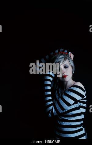 Dunkle Porträts einer Emo blonde Frau - Stockfoto