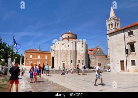 ZADAR, Kroatien - 24. August 2014: Unidentified Touristen in Stari Grad (Altstadt) von der Unesco-Kulturerbe-Stadt - Stockfoto