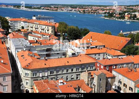 ZADAR, Kroatien - 24. August 2014: Luftaufnahme von Stari Grad (Altstadt) von der Unesco-Kulturerbe-Stadt Zadar - Stockfoto