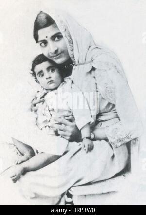 Junge Indira Nehru mit ihrer Mutter, 1900 s - Stockfoto