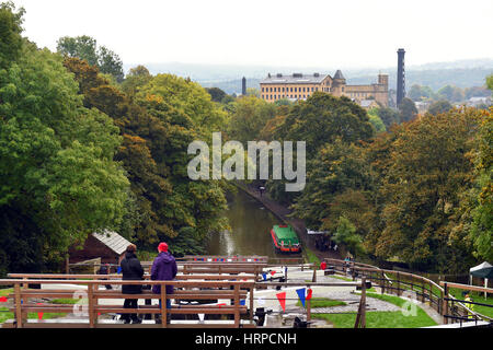Bingley Kanal Festival, das den berühmten Bingley fünf steigen Schleusen auf der 200 Jahr Jubiläum feiert. - Stockfoto