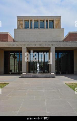 Der Eingang in die George W Bush Presidential Library and Museum auf dem Campus der Southern Methodist University - Stockfoto