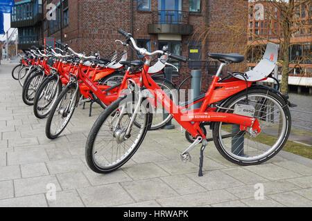 Hamburg, Deutschland - 12. März 2016: Fahrrad-sharing-Station in der Hafencity von Stadtrad Hamburg geführt. - Stockfoto