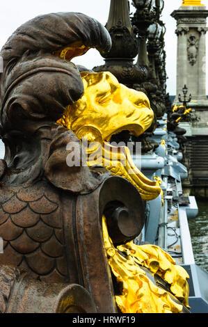 Detail der Dekoration der Pont Alexandre III, über die seine, Paris - Stockfoto