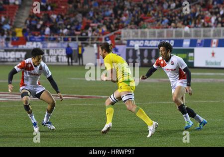 Las Vegas, Nevada, USA. 3. März 2017. Australischer Rugby-Spieler Sam Myers in Angriff von den japanischen Spielern - Stockfoto