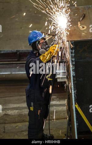 Schweißer arbeiten in der Schwerindustrie - Stockfoto
