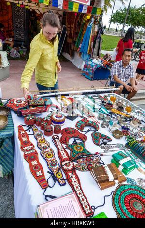 Miami Beach-Florida-Art Deco-Wochenende Festival Hersteller Stall shopping Gemeinschaftszelt anzeigen Tibet Kunst - Stockfoto