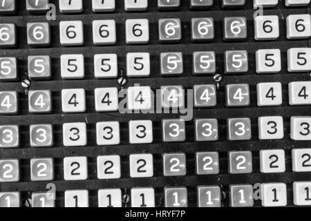 Schlüssel für eine antike Registrierkasse oder hinzufügende Maschine II - Stockfoto