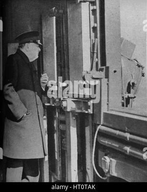 """""""Mr. Churchill auf der Brücke des Kriegsschiffes"""", 1943-44. Künstler: unbekannt. - Stockfoto"""
