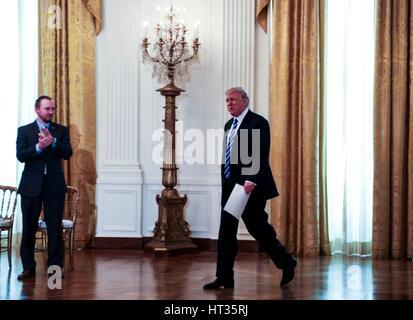 Washington, DC, USA. 7. März 2017. US-Präsident Donald Trump kommt, um ein Treffen mit dem US Haus republikanische - Stockfoto