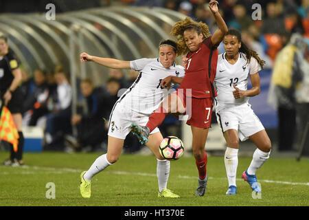 Washington DC, USA. 7. März 2017. USAS Casey Short (7) Schlachten Frankreichs Camile Abily (10) während des Spiels - Stockfoto