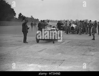 Lea-Francis, Delage und Bentley an einem Motor Club Surbiton Rennveranstaltung, Brooklands, Surrey, 1928. Künstler: - Stockfoto