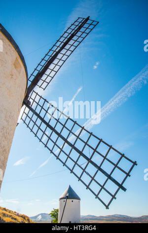 Windmühlen. Consuegra, Provinz Toledo, Castilla La Mancha, Spanien. - Stockfoto