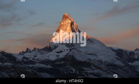 Matterhorn bei Sonnenaufgang. Blick vom Fluhalp Zermatt. - Stockfoto