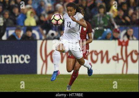 Washington DC, USA. 7. März 2017. Frankreichs Amel Majri (22) schlägt USA Casey Short (7) während des Spiels zwischen - Stockfoto