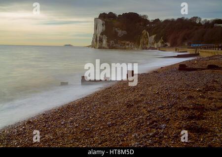 Langzeitbelichtung des Meeres am St. Margarets Bay Kent - Stockfoto