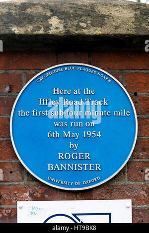 Blaue Plakette an Iffley Road Laufstrecke, Oxford, UK - Stockfoto