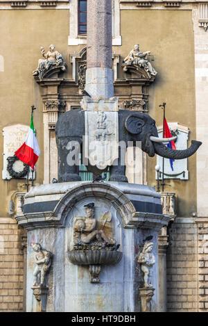 18. Jahrhundert Elefant-Brunnen (Fontana dell'Elefante auch genannt u Liotru) am Domplatz (Piazza del Duomo), Symbol - Stockfoto