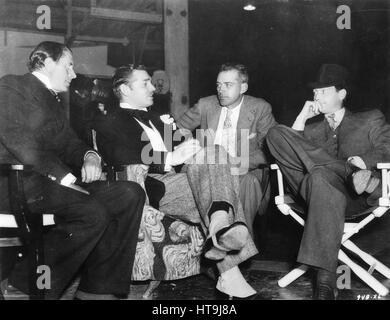 """""""Clark Gable, franchot Tone, Regisseur w.s. Van Dyke und Reginald Owen, wie sie für einen Moment zwischen den Szenen - Stockfoto"""