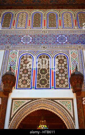 Berber Arabesque dekorative Moracbe Bou Ahmed Harem Verputz. Bahia-Palast, Marrakesch, Marokko - Stockfoto